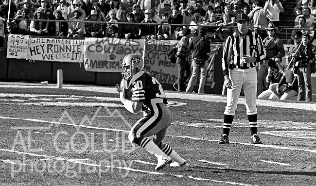 San Francisco 49ers vs.Dallas Cowboys at Candlestick Park Sunday, January 10. 1982..49ers beat Cowboys 28-27 for Conference Championship..San Francisco 49ers Running Back Bill Ring (30) catches kick off...Photo By Al Golub/Golub Photography.