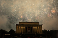 Washington DC holds its annual fireworks show at the Lincoln Memorial on July 4, 2019.<br /> CAP/MPI/CNP<br /> ©CNP/MPI/Capital Pictures