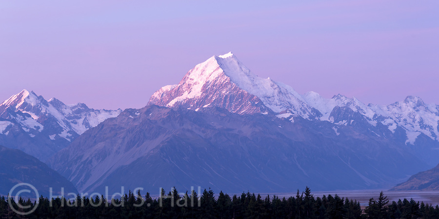 A morning view of Mount Cook on the southern New Zealand Island.