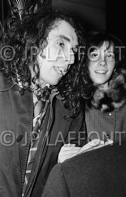 06 Dec 1969, Manhattan, New York City, New York State, USA. Singer Tiny Tim and fiancee Vicki Budinger at demonstration outside the Waldorf Astoria Hotel in New York City.