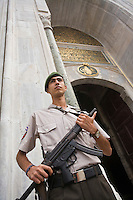 Europe/Turquie/Istanbul : Soldat à la  Porte du Palais de Tokapi