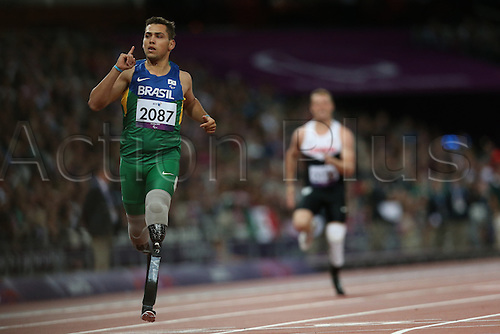 01.09.2012 London, England. mens 200m t-44 heat 1/3 A F C Oliveira (BRA) wins his heat in action during Day 3 of the London 2012 Paralympic Games at the Olympic Staduim in Stratford