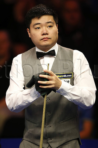 30.11.2013  Barbican, York, Yorkshire, England. Chinas Ding Junhui cleans his cue ahead of the first round against Antony Parsons of England in 2013 UK Snooker Championship at York Barbican Centre in York, Britain on Nov. 30, 2013.