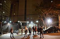 SAO PAULO, SP, 12.11.2013 - O Prefeito Fernando Haddad chega em seu predio onde manifestante realiza um Panelaço contra o IPTU na Rua Afonso de Freitas,. (Foto: Adriano Lima / Brazil Photo Press)