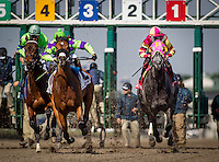 HALLANDALE BEACH, FL - JAN 28: Imperative #3, ridden by Antonio Gallardo is cut off by Ranger in Paradise #2, ridden by Luis Colon during the Poseidon Stakes at Gulfstream Park Race Course on January 28, 2017 in Hallandale Beach, Florida. (Photo by Alex Evers/Eclipse Sportswire/Getty Images)