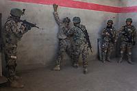 Soldiers of the AfghanNational Army (ANA) are training in the Special Forces Commando base in the outskirt of Kabul. This exercices is for searching inside houses of the ennemies and neutralise them, Kabul, Afghanistan, 4th November 2017.<br /> <br /> Des soldats de l'armée nationale afghane (ANA) s'entraînent dans la base du commando des forces spéciales dans la banlieue de Kaboul. Cet exercice est destiné à la fouille des maisons de l'ennemi et la neutralisation de ceux-ci, Kaboul, Afghanistan, le 4 novembre 2017.