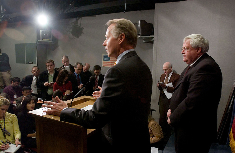 01/17/06.LOBBYING REFORM--House Rules Chairman David Dreier, R-Calif., and House Speaker J. Dennis Hastert, R-Ill., during a news conference on the GOP lobbying reform package. CONGRESSIONAL QUARTERLY PHOTO BY SCOTT J. FERRELL