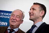 Alexander Gauland, Spitzenkandidat der AfD (Alternative f&uuml;r Deutschland) f&uuml;r Brandenburg und Bj&ouml;rn H&ouml;cke, Spitzenkandidat der AfD f&uuml;r Th&uuml;ringen nehmen am Montag (15.09.14) in Berlin an einer Pressekonferenz zu den Landtagswahlen in Th&uuml;ringen und Brandenburg teil.<br /> Foto: Axel Schmidt/CommonLens