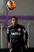 SAO PAULO, SP 27 SETEMBRO 2013 - TREINO CORINTHIANS - O jogador Edenilson durante o treino de hoje, no Ct. Dr. Joaquim Grava. foto: Paulo Fischer/Brazil Photo Press.