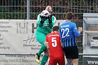 Felix Meyer (Büttelborn) hält gegen Marcel Daniel (Riedrode) - Büttelborn 03.10.2019: SKV Büttelborn vs. FSG Riedrode, Gruppenliga Darmstadt