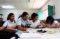 Images of students, staff and building of the Nueva Esperanza Community School,.Nueva Esperanza, Bajo Lempa,.El Salvador.27.4.11.Science Lesson.