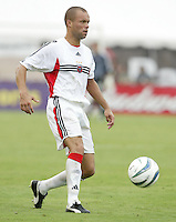 26 June 2004:  DC United Earnie Stewart in action against Dallas Burn at Cotton Bowl in Dallas, Texas.   DC United and Dallas Burn are tied 1-1 after the game.   Credit: Michael Pimentel / ISI