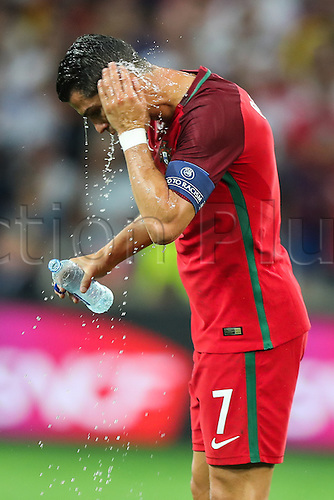 30.06.2016. Marseille, France. UEFA EURO 2016 quarter final match between Poland and Portugal at the Stade Velodrome in Marseille, France, 30 June 2016.   Cristiano Ronaldo (POR) takes on water before penalty kicks