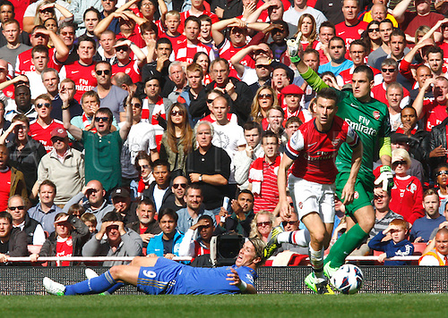 29.09.2012. North London, England. ..Laurent Koscielny,Vito Mannone of Arsenal and Fernando Torres of Chelsea..Barclays Premier League. Arsenal versus Chelsea. Chelsea beat Arsenal by a score of 2-1.