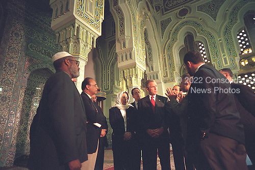 After touring the Islamic Center of Washington, D.C., United States President George W. Bush talks with community leaders Monday, September 17, 2001..Mandatory Credit: Paul Morse - White House via CNP.