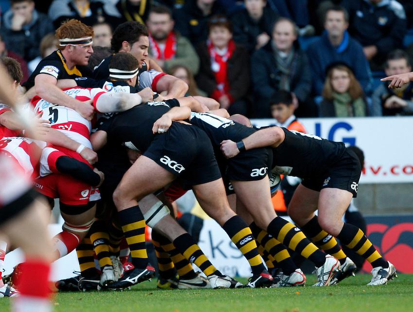 Photo: Richard Lane/Richard Lane Photography. London Wasps v Gloucester Rugby. LV= Cup. 15/11/2009. Wasps maul.