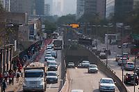 SÃO PAULO-SP-26,08,2014-TRÂNSITO/ AVENIDA CIDADE JARDIM  - O Motorista encontra trânsito sem lentidão sentido bairro na Avenida Cidade Jardim, região Sul da cidade de São Paulo,na Manhã dessa Terça-Feira,26(Foto:Kevin David/Brazil Photo Press)