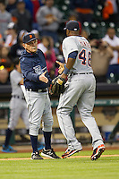Detroit Tigers manager Jim Leyland shakes the hand of Torii Hunter after the MLB baseball game against the Houston Astros on May 3, 2013 at Minute Maid Park in Houston, Texas. Detroit defeated Houston 4-3. (Andrew Woolley/Four Seam Images).