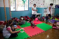 SÃO PAULO, SP, 26.05.2015 - HADDAD-SP - Fernando Haddad, prefeito de São Paulo acompanhado do secretário Gabriel Chalita durante inauguração unidade do CEI (Centro de Educação Infantil ) no bairro do Jardim dos Pinheiros na zona sul de São Paulo nesta terça-feira, 26 (Foto: Fabricio Bomjardim / Brazil Photo Press)