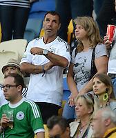 FUSSBALL  EUROPAMEISTERSCHAFT 2012   VORRUNDE Deutschland - Portugal          09.06.2012 Die Eltern von Sami Khedira (Vater Lazhar Khedira, links im Bild) zu Gast auf der Tribuene