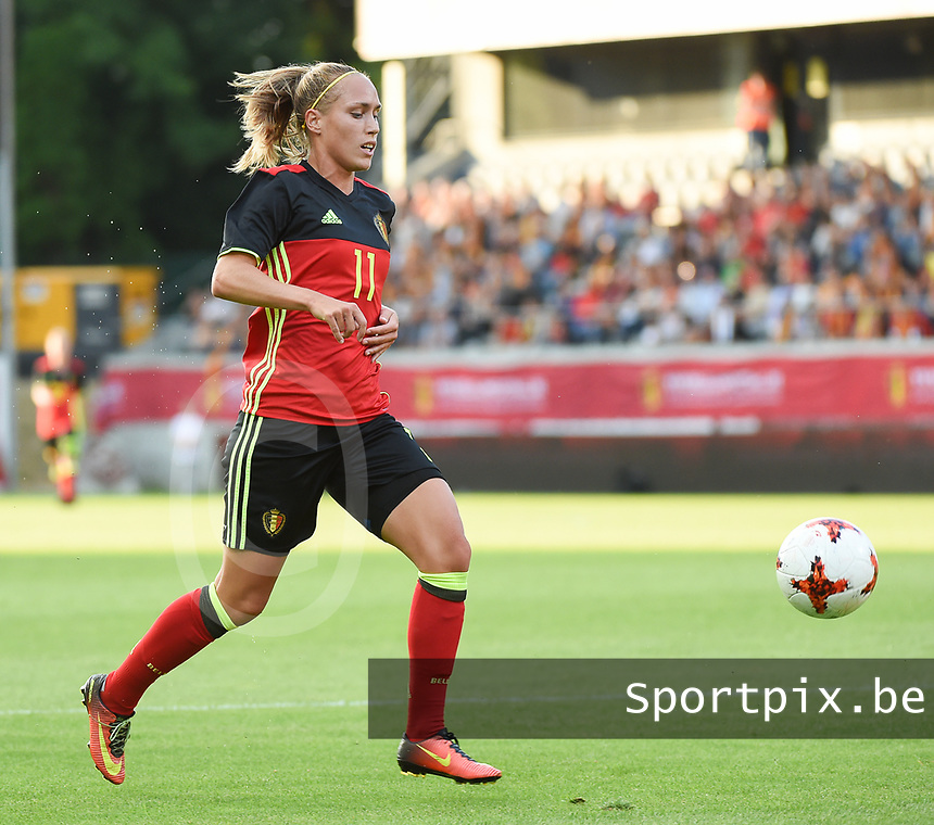 20170613 - LEUVEN ,  BELGIUM : Belgian Janice Cayman  pictured during the female soccer game between the Belgian Red Flames and Japan , a friendly game before the European Championship in The Netherlands 2017  , Tuesday 13 th Juin 2017 at Stadion Den Dreef  in Leuven , Belgium. PHOTO SPORTPIX.BE | DIRK VUYLSTEKE