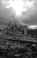 Terremoto in Umbria .Nocera Umbra (PG)    13 Marzo 1998.Un edificio crollato alla periferia della citta'.Earthquake in Umbria.Nocera Umbra(PG) March 13, 1998.A building collapsed on the outskirts of the city