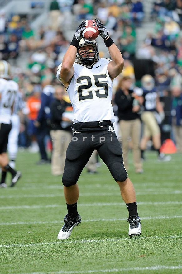 DAN DIERKING, of  Purdue, in action during the Boilermakers game against Notre Dame at Notre Dame Stadium in South Bend, Indiana on September 4, 2010.   Notre Dame won the game 23-12.....