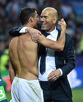 FUSSBALL  CHAMPIONS LEAGUE  FINALE  SAISON 2015/2016   Real Madrid - Atletico Madrid                   28.05.2016 Cristiano Ronaldo (li) jubelt mit Trainer Zinedine Zidane (re, beide Real Madrid)