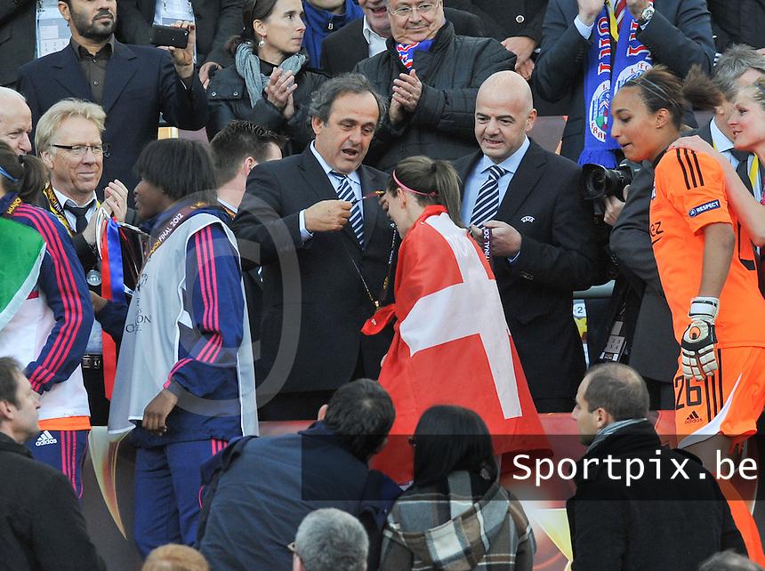 Uefa Women 's Champions League Final 2012 at Olympiastadion Munchen : Olympique Lyon -  FC Frankfurt : Michel Platini met Lara Dickenmann..foto DAVID CATRY / JOKE VUYLSTEKE / Vrouwenteam.be