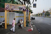 Thailand, Bangkok, Dec. 13, 2009..December 2009 the main road in old Bangkok was flooded with images of the King of Thailand. King Bhumibols birthday was on the 5th of December and in 2010 he will be 60 years King of the country...In december 2009 hingen overal maar vooral in het oude centrum van Bangkok afbeeldingen van Koning Bhumibol. Hij was jarig op 5 december en is 60 jaar Koning van Thailand in 2010....Photo Kees Metselaar
