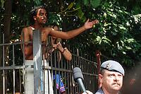 SÃO PAULO,SP, 12.11.2015 - PROTESTO-ESTUDANTES - Estudantes ocupam a Escola Estadual Fernão Dias no bairro de Pinheiros, na zona oeste de São Paulo, em ato contra o fechamento de escolas e o plano de reestruturação do ensino proposto pelo governo Geraldo Alckmin (PSDB) para 2016, na madrugada desta quinta-feira (12). A ocupação já dura mais de 53 horas. (Foto: Douglas Pingituro/Brazil Photo Press)