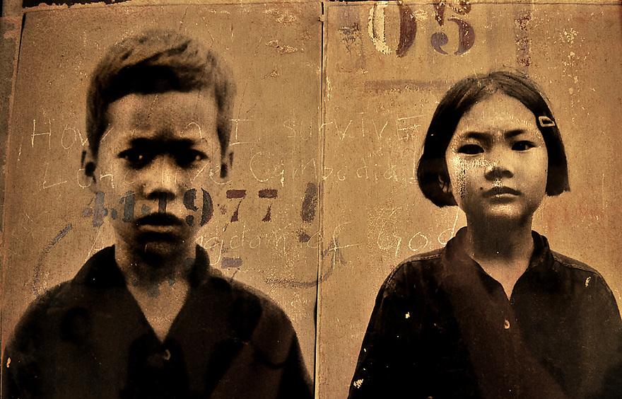 A.osnowycz/thereportage.com.15/03/2010.Phnom Penh, Cambodge.enfants emprisonnées, torturés dans la prison de S21.Entre 1975 et 1979 plus de 17 OOO personnes ont trouvé la mort, torturés et exécutées, hommes, femmes et enfants, dans cette ancien lycée de Phnom Penh, « Tuol Sleng », transformé par les khmers rouges en lieu d'extermination et rebaptisé du nom de S-21..Comble de l'horreur, tous avaient auparavant été photographiés et numérotés : retirer à ces hommes et à ses femmes tout ce qu'ils ont d'humain afin de plus facilement les exterminer, vulgaires « obstacles » dans la course effrénée et schizophrène que les dirigeants khmers rouges avaient entrepris le 17 avril 1975...La prison de Tuol Sleng, aujourd'hui transformée en musée est lourde d'émotions : Défilement des portraits d'innocents torturés, salles de tortures, geôles, instruments de torture, barbelés... Elle raconte l'histoire des milliers de victimes qui y ont trouvé la mort mais aussi celle de leurs bourreaux et de la folie dans laquelle le régime khmers rouge s'est engouffré.