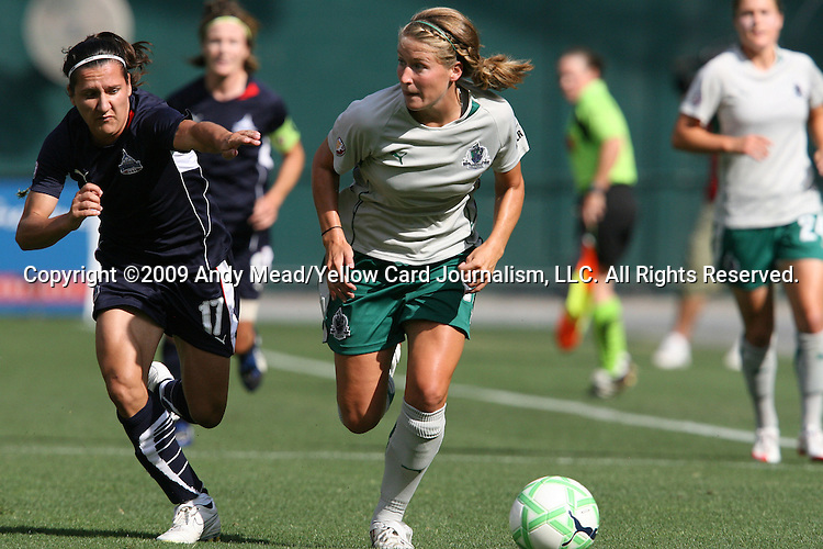 18 July 2009: Saint Louis' Elise Weber (right) and Washington's Lisa De Vanna (AUS) (17). The Washington Freedom defeated Saint Louis Athletica 1-0 at the RFK Stadium in Washington, DC in a regular season Women's Professional Soccer game.