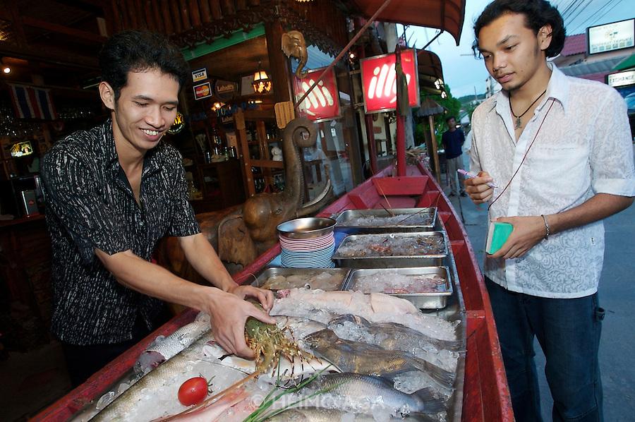 Hat Bo Phut (beach). Happy Elephant Restaurant.