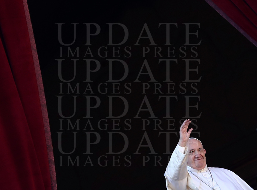 Pope Francis waves faithful during the Urbi et Orbi (To the City and to the World) blessing on the occasion of the Christmas day from the central loggia of St. Peter's Basilica at the Vatican on December 25, 2019.<br /> UPDATE IMAGES PRESS/Isabella Bonotto<br /> <br /> STRICTLY ONLY FOR EDITORIAL USE