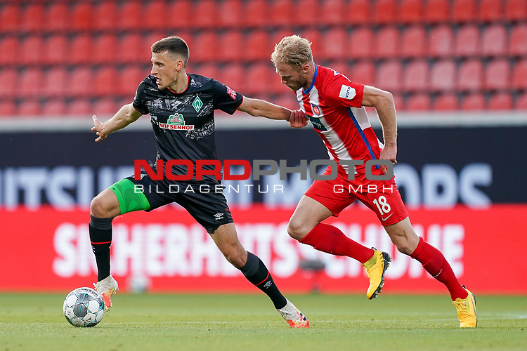 Sebastian Griesbeck (1. FC Heidenheim 1846 #18), Maximilian Eggestein (Werder Bremen #35)<br /> <br /> <br /> Sport: nphgm001: Fussball: 1. Bundesliga: Saison 19/20: Relegation 02; 1.FC Heidenheim vs SV Werder Bremen - 06.07.2020<br /> <br /> Foto: gumzmedia/nordphoto/POOL <br /> <br /> DFL regulations prohibit any use of photographs as image sequences and/or quasi-video.<br /> EDITORIAL USE ONLY<br /> National and international News-Agencies OUT.