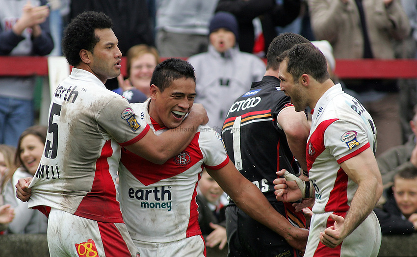 Photo: Paul Thomas..St Helens v Bradford Bulls. Powergen Challenge Cup. 20/05/2006..Willie Talau of St Helens is congratulated by Jason Hooper (R) and Francis Meli after scoring.