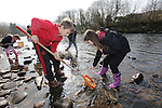 Welsh Water<br /> River Taf litter pick.<br /> <br /> 18.03.15<br /> &copy;Steve Pope - FOTOWALES
