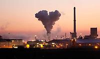 Nederland - Wijk aan Zee - 2019 . Hartvormige stoomwolk bijTata Steel, de vroegere Hoogovens.  Foto Berlinda van Dam / Hollandse Hoogte