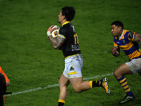 Ben Lam collects Jackson Garden-Bachop's chip to score during the Mitre 10 Cup rugby union match between Bay of Plenty and Wellington at Rotorua International Stadium in Rotorua, New Zealand on Thursday, 31 August 2017. Photo: Dave Lintott / lintottphoto.co.nz