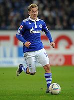 FUSSBALL   1. BUNDESLIGA   SAISON 2011/2012    15. SPIELTAG FC Schalke 04 - FC Augsburg            04.12.2011 Lewis Holtby (FC Schalke 04) Einzelaktion am Ball