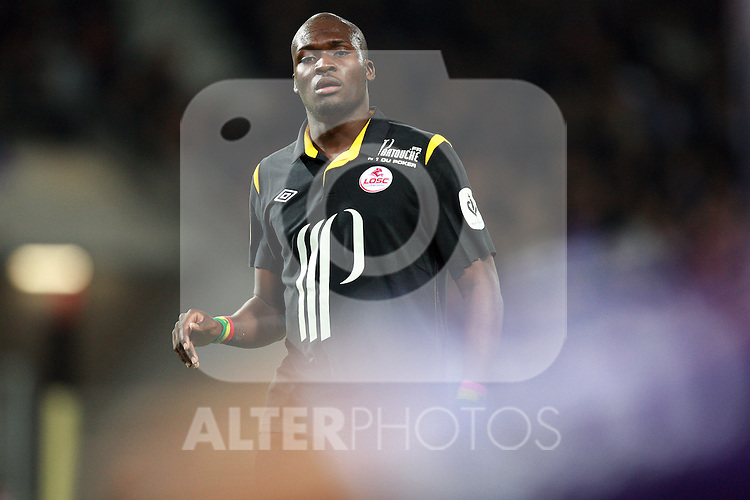 Lille striker Moussa Sow. Toulouse v LOSC (Lille), Ligue 1, Stade Municipal, Toulouse, France, 18th November 2011.