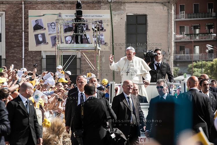 Campobasso 05/07/2014: Papa Francesco Bergoglio visita il Molise. Nella foto durante la visita a Campobasso.