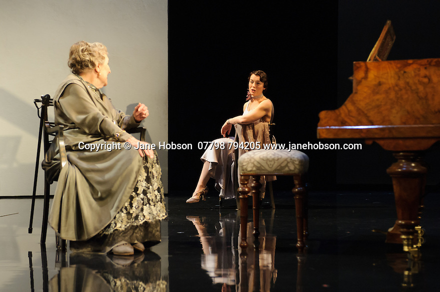 London, UK. 09.11.2015. WASTE, by Harley Granville Barker, directed by Roger Michell, opens at the National Theatre. Picture shows: Doreen Mantle (Countess Mortimer), Olivia Williams (Amy O'Connell). Photograph © Jane Hobson.