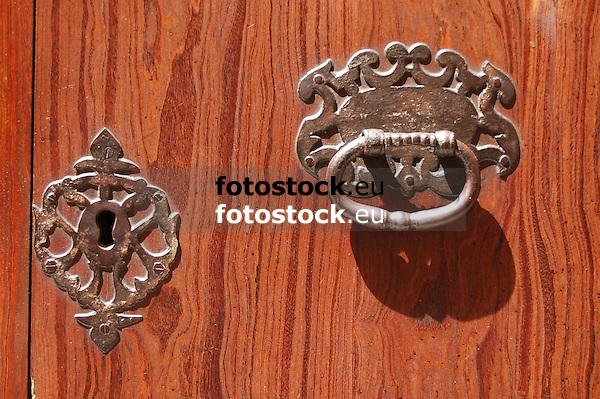 Lock and doorknocker<br /> <br /> Cerradura y aldaba<br /> <br /> Schloss und T&uuml;rklopfer<br /> <br /> 3008 x 2000 px