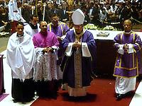 RIO DE JANEIRO, 11 DE JULHO 2012 - ULTIMA MISSA DE CORPO PRESENTE ANTES DO SEPULTAMENTO DO CARDEAL DOM EUGENIO SALES.<br /> Nesta quarta feira (11) foi realizada a ultima missa com corpo presente e procissão dentro da catedral do Cardeal Dom Eugenio Sales, Arcebispo Emerito do Municipio do Estado do Rio de Janeiro.  Essa missa e procissão antes do sepultamento foi realizado dentro da Catedral Sao Sebastiao no Centro do Rio de Janeiro.<br /> FOTO RONALDO BRANDAO/BRAZIL PHOTO PRESS