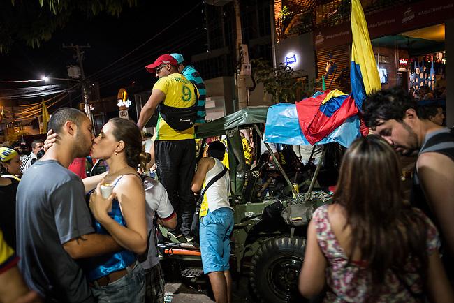 Hinchas colombianos en Cuiaba se reunen para disfrutar el buen Mundial que su sleccion est&aacute; disputando. 22 Junio 2014.          Lorenzo Moscia/Archivolatino<br /> <br /> <br /> <br /> <br /> lCOPYRIGHT: Archivolatino<br /> Solo para uso editorial, prohibida su venta y su uso comercial.eccion Colombia en Brasilia