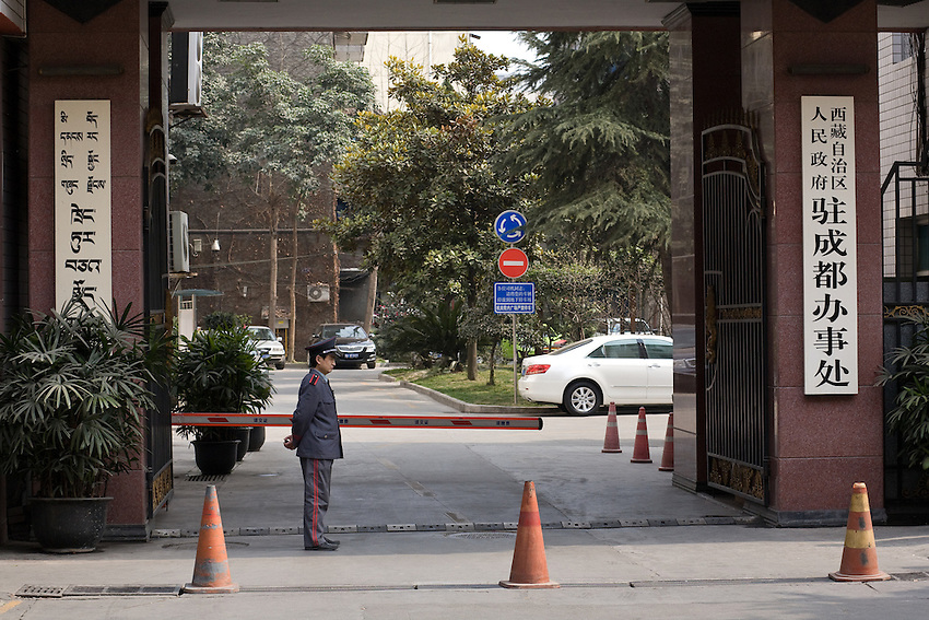 """While the tibetan areas of Sichuan and Gansu have been closed to foreigners by chinese authorities, the tibetan quarter of Chengdu is under monitoring of the police by fear of unrest before the celebrations of march (10th anniversary of the flight of the DL and 28th the official chinese day of """"Liberation"""" of tibet)..."""
