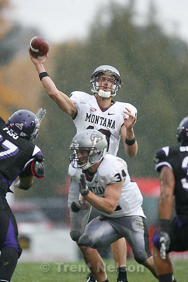 Trent Nelson  |  The Salt Lake Tribune.Montana quarterback Justin Roper during the second half, Weber State vs. Montana, college football Saturday, October 30, 2010.