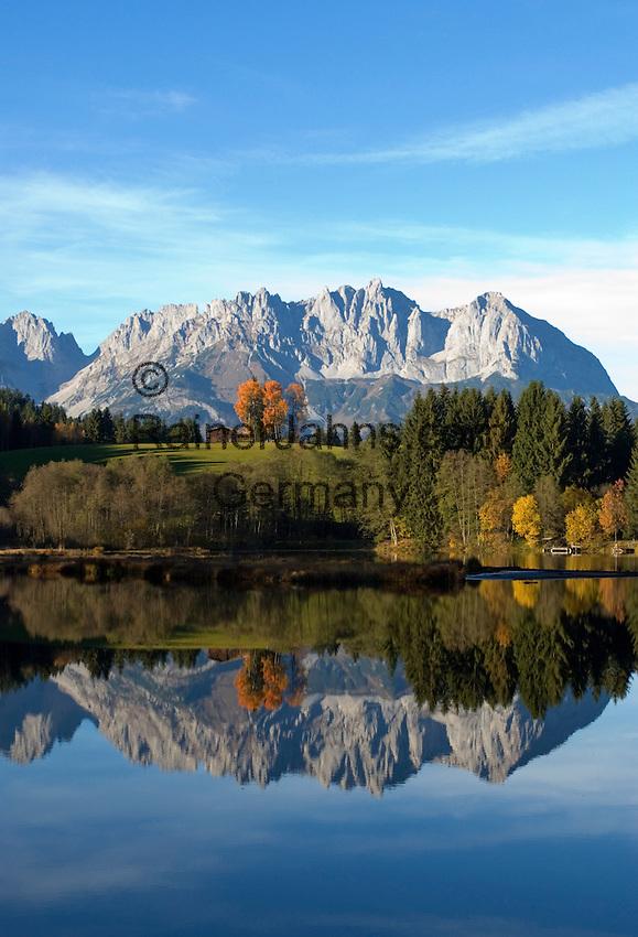 Austria, Tyrol, Reith near Kitzbuehel: Gieringer Weiher - natural lake for bathing and Wilder Kaiser mountains